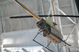 A beltéri rc helikoptert élvezet irányítani