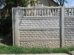A betonkerítés megvéd a hívatlan látogatóktól